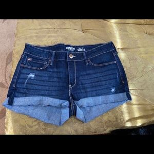 Levi's Low Rise Shortie short Size 10. New w/o tag